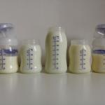 Czymożna mieszać ciepłe zzimnym mlekiem mamy?